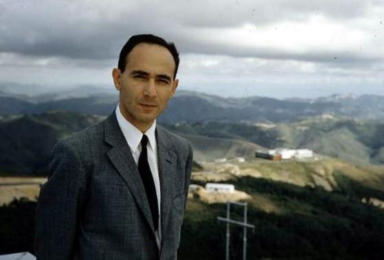 Maracaibo (VEN) 18 de Febrero 1924 - Estocolmo (SUE) 17 de Marzo 1999 Científico pionero de varias técnicas importantes de microscopía electrónica, y de sus aplicaciones en la biología, la medicina y la ciencia de los materiales.